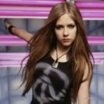 Avril Lavigne lança novo DVD em agosto