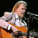 """Neil Young lança novo CD ao vivo, """"A Treasure"""", em junho. Veja a lista de músicas"""
