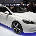Volvo V40: fotos e vídeo do carro com airbag para pedestres