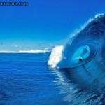As belas ondas de Teahupoo filmadas bem de perto